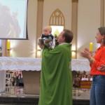 Daniel, Isabela e Lara receberam o Batismo em nossa Catedral