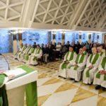 Papa na Santa Marta: explorar as mulheres é pecado contra Deus