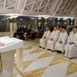 Papa: leigos e pastores não tenham medo de sujar as mãos