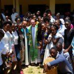 Padre Emerson partilha experiência na África