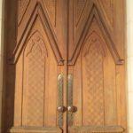 Catedral iniciou restauração das portas de madeira