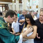 Catedral realiza o Batismo de 7 crianças