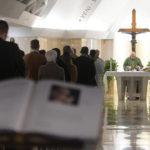 Papa na Santa Marta: não há humildade sem humilhações