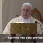 O Papa reza pelos professores e alunos neste tempo de pandemia