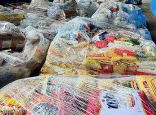 População arrecada grande quantidade de alimentos para doação durante vacinação em massa